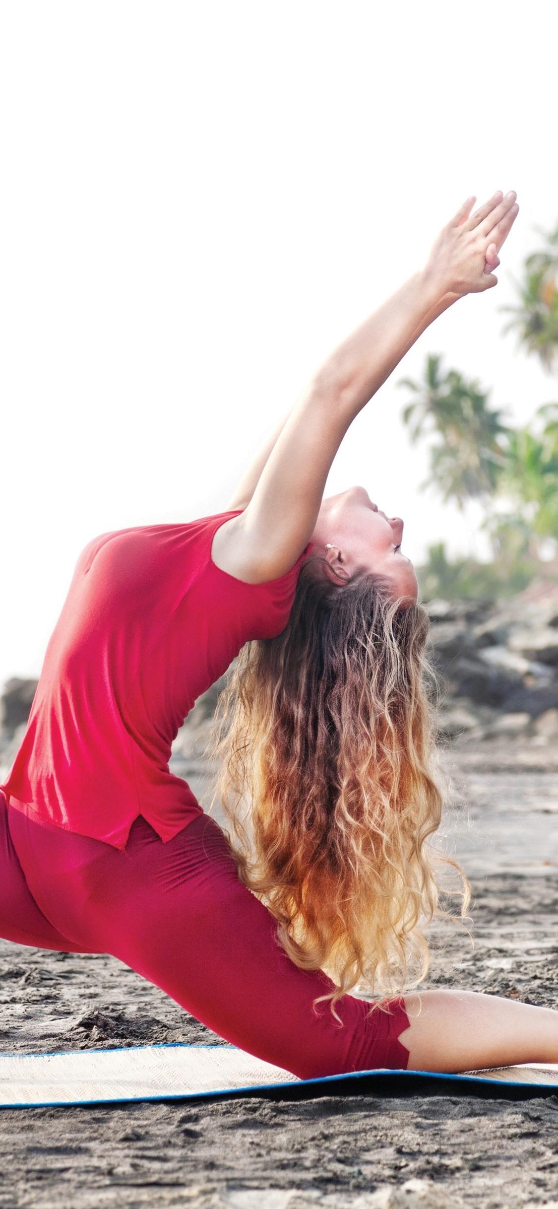 踊っている女の子 ヨガ ビーチ ポーズ 1125x2436 Iphone 11 Pro Xs X 壁紙 背景 画像
