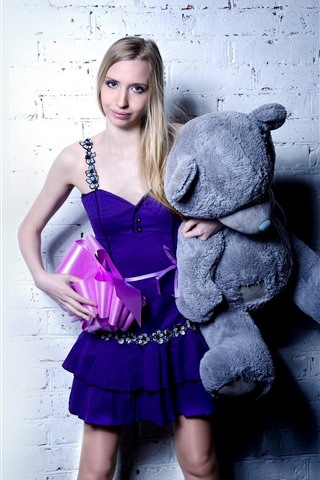 iPhone Wallpaper Blonde girl and teddy bear, gift