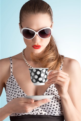 iPhone Wallpaper Fashion girl, glasses, cup, drink tea