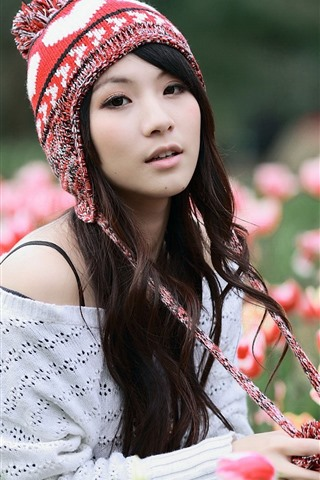 iPhone Wallpaper Asian girl and tulips, hat
