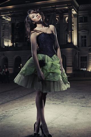 iPhone Wallpaper Fashion girl, green skirt, night, city