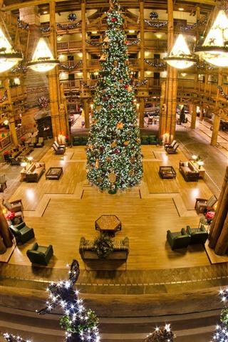 iPhone Hintergrundbilder Großer Weihnachtsbaum, Halle, Lichter