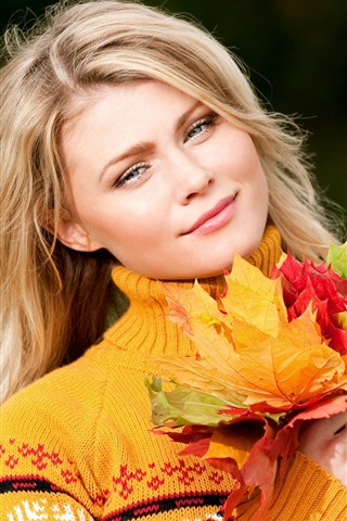 iPhone Papéis de Parede Menina loira, sorriso, folhas de bordo coloridas, outono