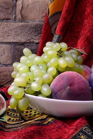 iPhone Hintergrundbilder Grüne Trauben, Feigen, Pfirsich, Wein