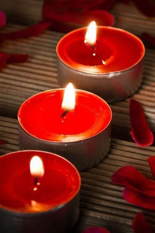 iPhone Papéis de Parede Três velas vermelhas, chama, pétalas