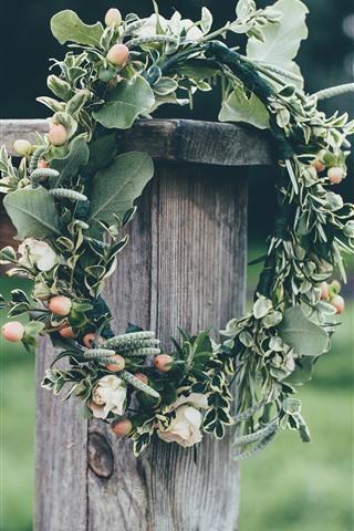 iPhone Papéis de Parede Coroa de flores, folhas verdes, cerca