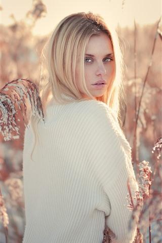 iPhone Wallpaper Blonde girl look back, reed, snow, winter
