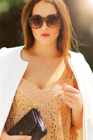 iPhone Wallpaper Fashion girl, brown hair, glasses, sunshine
