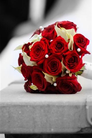 iPhone Papéis de Parede Rosas vermelhas, buquê, banco
