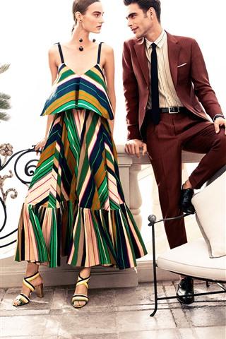 iPhone Обои Модная девушка и мужчина, стул