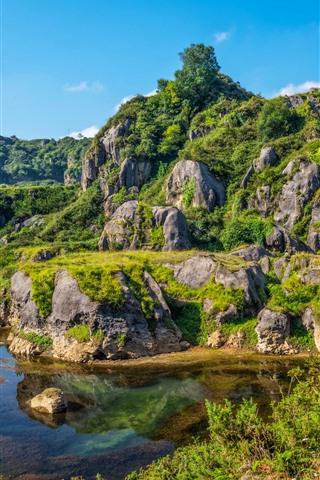 iPhone Papéis de Parede Montanha, lago, pedras, verde, grama, céu azul