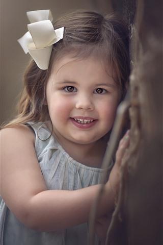 iPhone Papéis de Parede Sorria garotinha, criança, parede, nebuloso