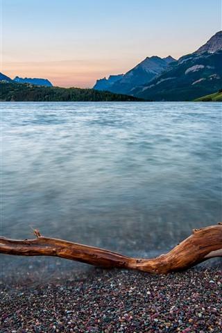iPhone Обои Национальный парк Уотертон-Лейкс, горы, озеро, дом, Канада