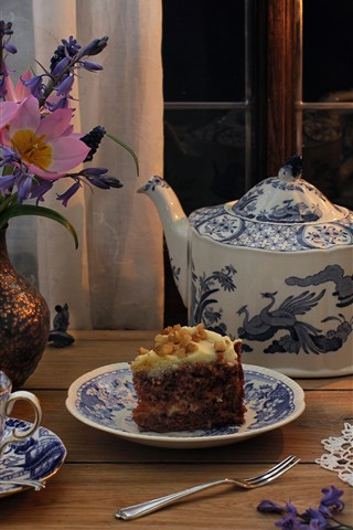 iPhone Wallpaper Cake, tea, cups, teapot, glasses, flowers, candle, flame