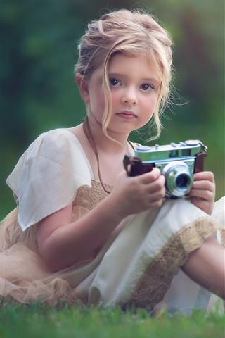 iPhone Papéis de Parede Menina bonitinha usar câmera, prado