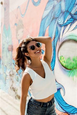 iPhone Wallpaper Happy girl, sunglasses, summer