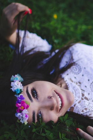 iPhone Wallpaper Happy girl, white skirt, wreath, grass