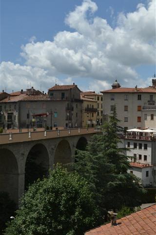 iPhone Wallpaper Italy, Tuscany, bridge, houses, trees, village