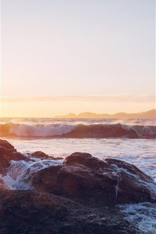 iPhone Fond d'écran Coucher de soleil, mer, pierres, éclaboussures d'eau, mousse