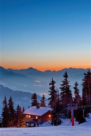 iPhone Papéis de Parede Casas, neve grossa, luzes, árvores, montanhas, inverno, crepúsculo