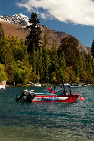 iPhone Wallpaper New Zealand, Queenstown, Lake Wakatipu, mountains, trees, boats, yachts