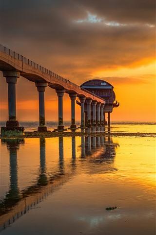 iPhone Wallpaper Bembridge Village, rescue station, sunset, sea, bridge, England