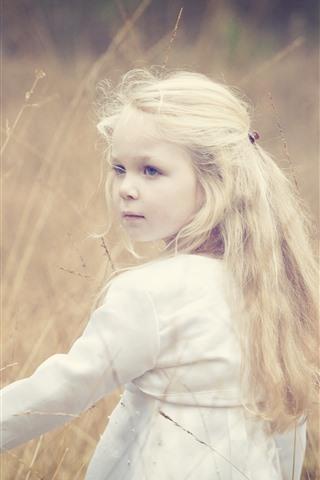 iPhone Обои Милая белокурая девушка, оглядываясь назад, трава, лето