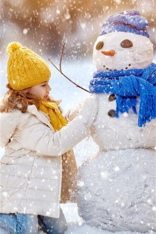 iPhone Papéis de Parede Menina bonitinha e boneco de neve, inverno, neve grossa