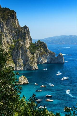 iPhone Fond d'écran Mer bleue, côte, voilier, bateau, arbres, rochers