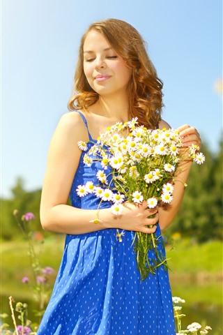iPhone Обои Голубая юбка девушка, цветы, солнечные лучи, лето